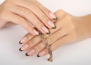 Черный дизайн ногтей, черный френч с золотыми полосками