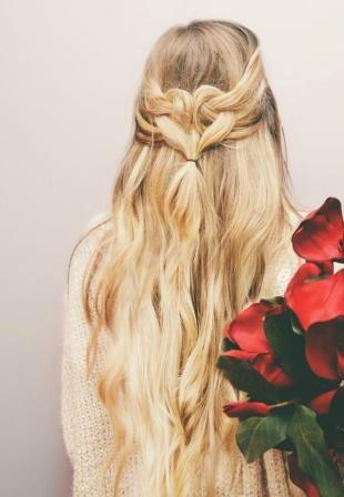 """Цвет волос песочный блондин на длинные волосы, повседневная прическа """"петли из волос"""""""