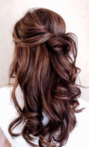 Красно коричневый цвет волос, кудрявая укладка на длинные волосы