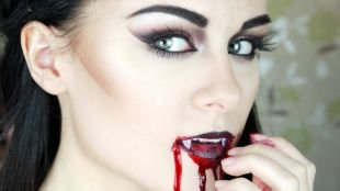 Макияж для голубых глаз на хэллоуин, макияж коварной вампирши на хэллоуин