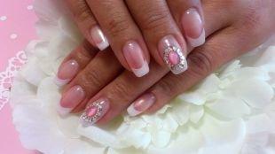 Свадебный маникюр на короткие ногти, французский маникюр (френч) с лепкой