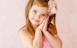 Прически с челкой на средние волосы, детская прическа на выпускной с ободком