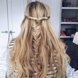 """Бежевый цвет волос на длинные волосы, прическа на новый год - """"мальвинка"""" в сочетании с """"рыбьим хвостом"""""""