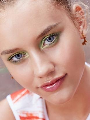 Макияж на фотосессию на природе, макияж для голубых глаз с зелеными тенями