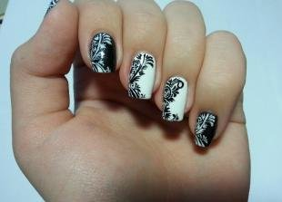Кружевные рисунки на ногтях, ажурный черно-белый маникюр