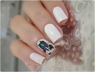 Рисунки с бабочками на ногтях, белый маникюр с бабочкой