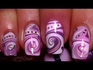 Рисунки фольгой на ногтях, водный маникюр в фиолетово-розовых тонах