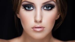Макияж для овального лица, красивый дымчатый макияж