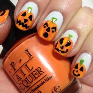 Дизайн коротких ногтей, маникюр с тыквой на хэллоуин