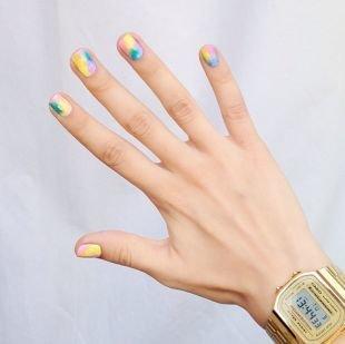 Дизайн коротких ногтей, летний маникюр в стиле омбре