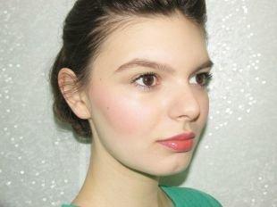 Макияж для карих глаз под зеленое платье, дневной макияж для светлой кожи