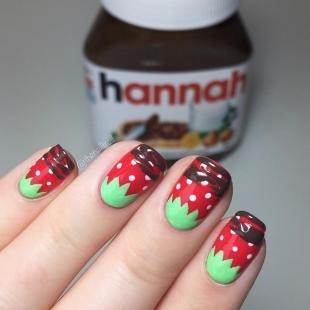 """Маникюр с фруктами, дизайн ногтей """"клубнички"""""""