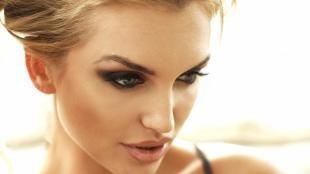 Вечерний макияж для нависшего века, темный макияж для серых глаз