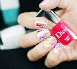 Рисунки на белом ногте, оригинальный стильный разноцветный маникюр