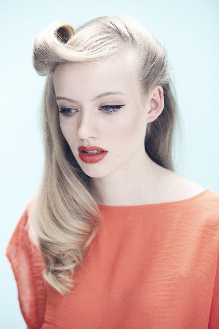 Яркий вечерний макияж в стиле ретро